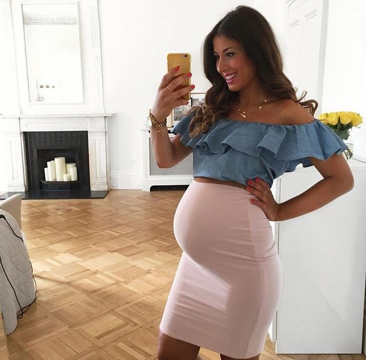 This outfit is super cute and flirty! Who said you can't look sexy and be pregnant at the same time?!