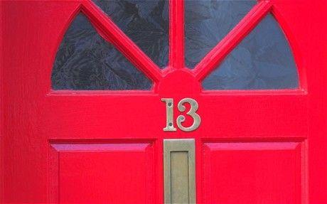 Všimli jste si někdy, jak se vám změní nálada, sotva přejdete práh toho či onoho domu? Zdálo by se, že na dveřích jsou abstraktní, kromě základní orientace nic neznamenající cifry. Jenomže tak to není. Ukazuje se, že tahle čísla mají své vlastnosti a individualitu. Když je postupně sečteme až dostan ...