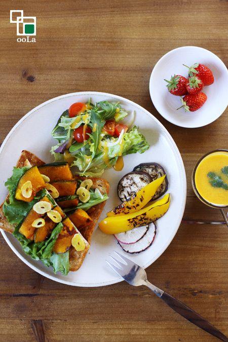 ・かぼちゃのオープンサンド ・サラダ ・野菜のグリル ・にんじんのエスニックポタージュ ・いちご