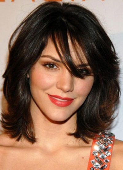 corte de cabelo curto com franja para rosto redondo
