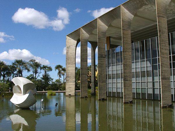 ... Building from Oscar Niemeyer : Itamaraty Palace By Oscar Niemeyer #architecture #oscarniemeyer Pinned by www.modlar.com