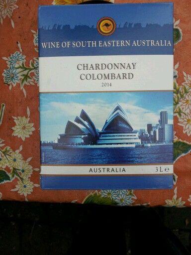 Na hard werken, vind ik een koude witte Chardonnay heerlijk. Ik koop meestal deze handige dozen met een kraantje: Australische Chardonnay Colombard (Liddl 8,99; literflessen 2,99)