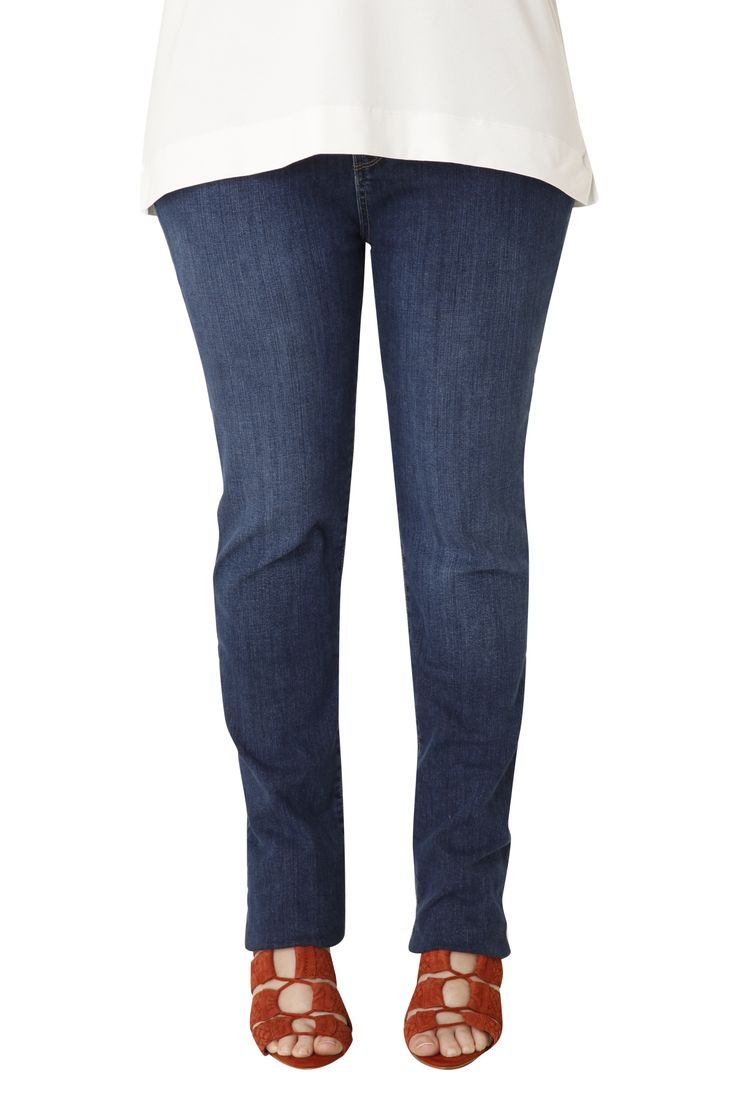 Cotton jeans in a classic straight line. It is elastic and fits perfectly while its cut flatters your leg. Its comfort and style will make it your favorite jeans!