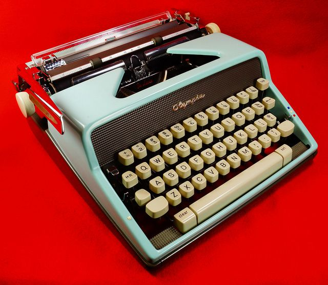 Vintage 1963 Baby Blue Olympia De Luxe Portable Manual Typewriter w/Case W Germany SN 2222910 RD11347 Go back to Tin Can Alley - FOR SALE: http://www.bagtheweb.com/b/PBdAfQ