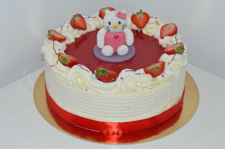 Hello Kitty on Fresh cream & Strawberry cake