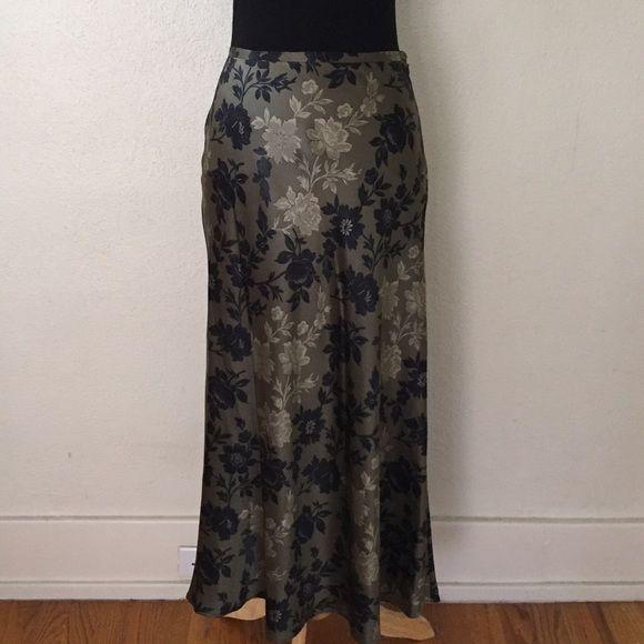 🌿Calvin Klein silk skirt Lovely 100% silk Calvin Klein maxi skirt with tulip hemline. Shimmery sage green with black flowers. Wonderful wardrobe staple! Can be dressed up or down. Size 4. Calvin Klein Skirts