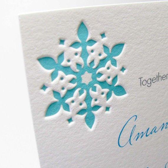Een sneeuwvlok in je uitnodigingen. Winter bruiloft inspiratie #TrouwPartners