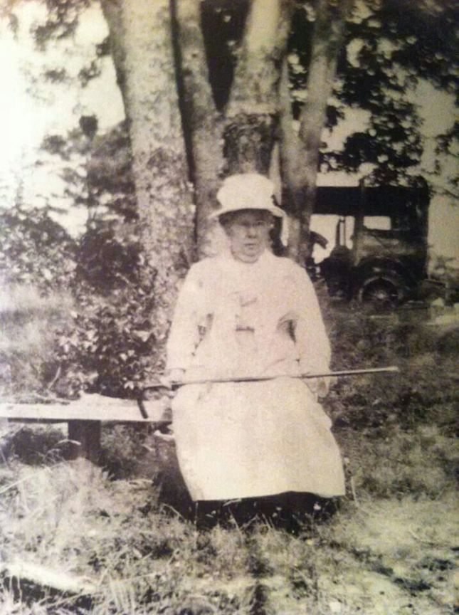 the fall river axe murders by Lizzie borden, accused of the notorious 1892 axe murders of her parents in fall river massachusetts.