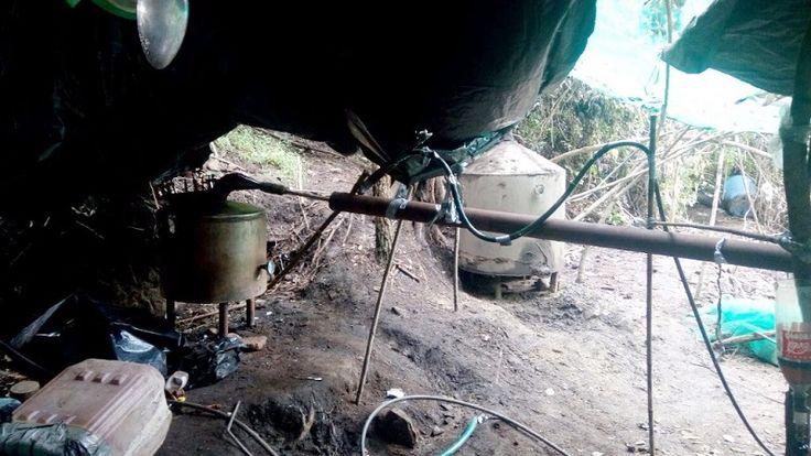 Se aseguraron cuatro cilindros de gas de 30 kilos; dos costales de sosa cáustica; ocho garrafas de diferentes tamaños con distintas porciones líquidas, al parecer de sustancia granulosa con las ...