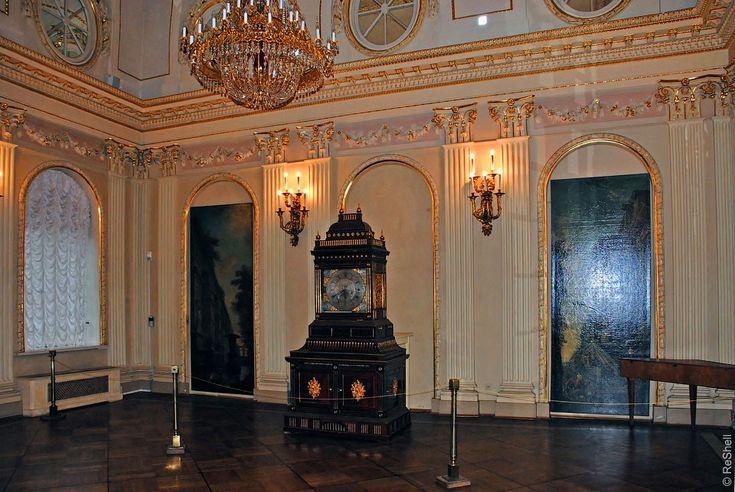 Эрмитаж отреставрирует один из самых чудесных экспонатов Меншиковского дворца. Это любимые часы императрицы Елизаветы с двумя органами.