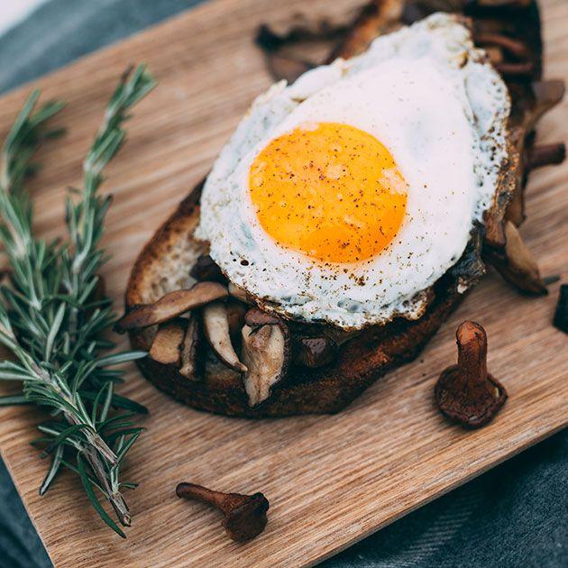 Bruschetta med sopp og speilegg / eggerøre