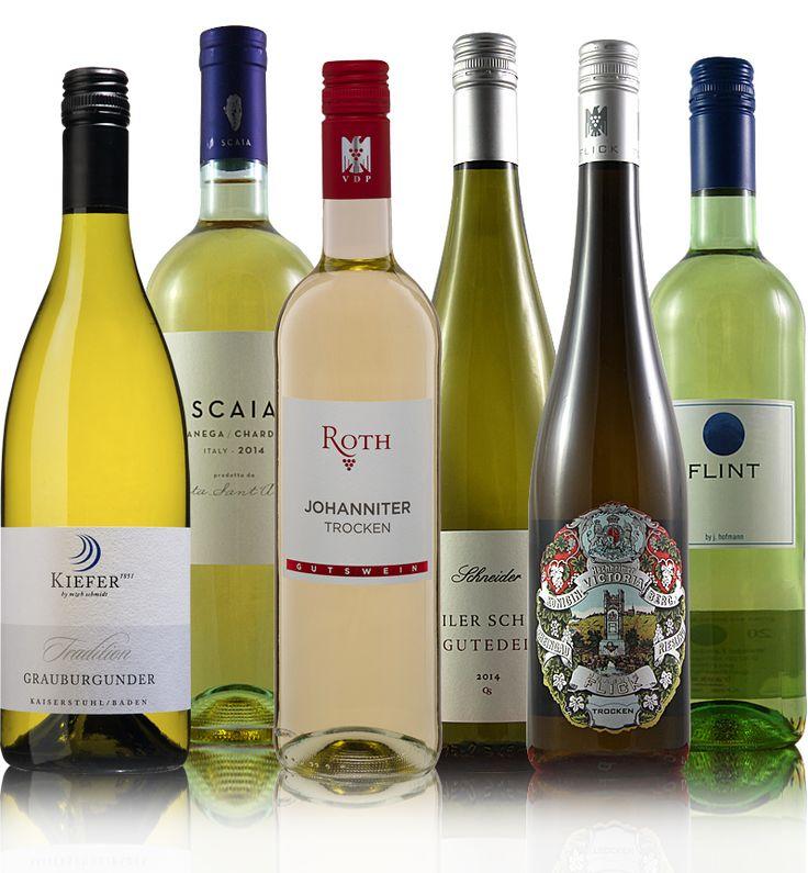 PAKET: LIEBLINGSWEISSE -  Team Blindverkostung Mama hat immer gesagt: Mit Essen spielt man nicht. Mit Trinken auch nicht. Mit Wein aber schon …  Finden wir, zumindest solange es sich um eine Blindverkostung handelt. Dazu hier unsere 6 Weißwein-Favoriten – die schmecken immer, tun...