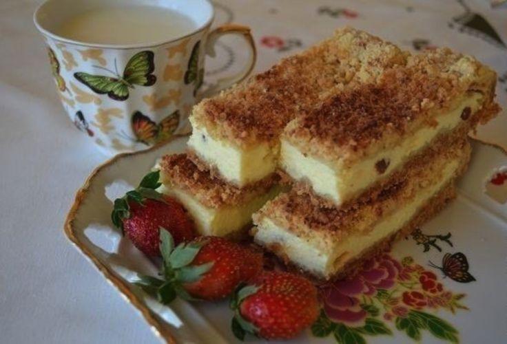 Sypaný tvarohový koláč s hrozienkami a bleskovo rýchlou prípravou – stačí Vám 10 minút!