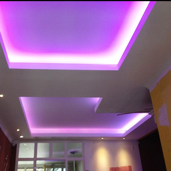 Indirekte Beleuchtung der Decke mit unserem RGB Stripe.