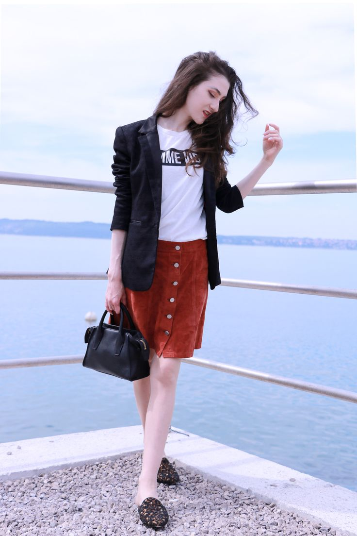 Fashion blogger Veronika Lipar of Brunette From Wall Street her fashionable date outfit at the seaside