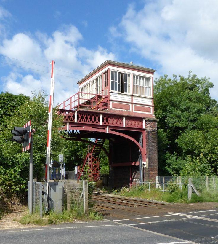 Wylam Station, footbridge