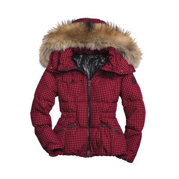 Il piumino ideale per l'elemento fuoco, il suo rosso e gli inserti di pelliccia armonizzano perfettamente le energie di questo elemento!