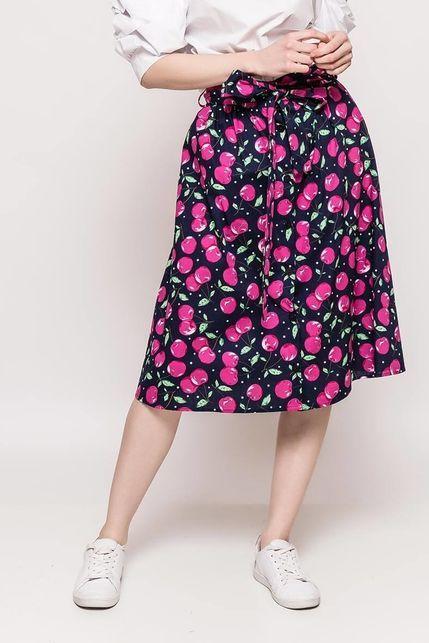 29c483bcd7c7 Tmavomodrá dámska sukňa s potlačou čerešní