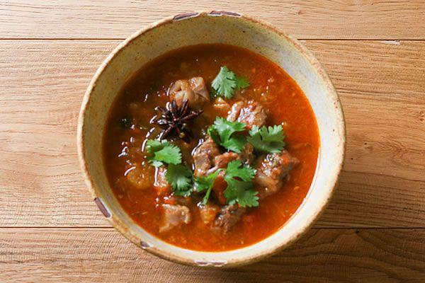 牛すじ肉とトマトの台湾風煮込み