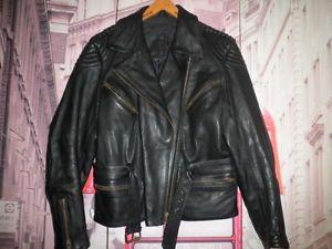 34 cuero louis moto piel vintage chaqueta motorista leather jacket riders 42 - Categoria: Avisos Clasificados Gratis  Estado del Producto: Usado 34 CUERO LOUIS MOTO PIEL VINTAGE CHAQUETA MOTORISTA LEATHER JACKET RIDERS 42Valor: 80,00 EURVer Producto