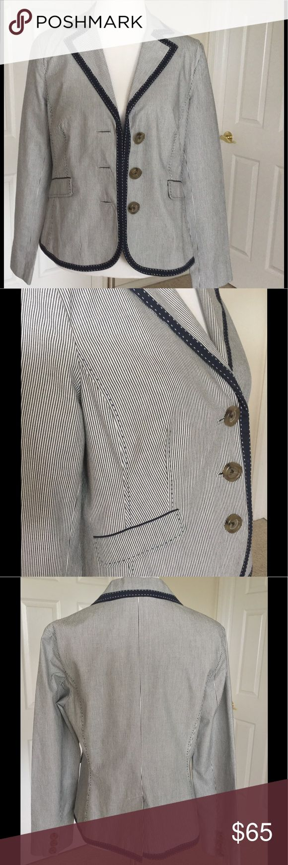 """🆕 Listing Boden Blue & White Striped Jacket Fantastic jacket with adorable detailing. Front pockets are still sewn shut. Excellent used condition. No damage or problems. Bust 40"""", length from shoulder 24"""", waist 36"""", sleeve length 25"""". 100% cotton. Sleeve lining 100% polyester p. Dry clean 🎀Bundle discount  ⭐️5 star rated Suggested User 🚭Smoke free home 🚫No trades please  😍 Thank you for shopping with me. Please ask all questions before purchase Boden Jackets & Coats Blazers"""