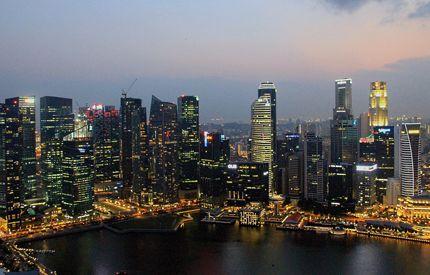 Tradizione e modernità, risciò e limousine, foresta pluviale e grattacieli. #Singapore è una metropoli vivace, un mosaico di culture ed etnie che immediatamente cattura i visitatori con i suoi mille volti.