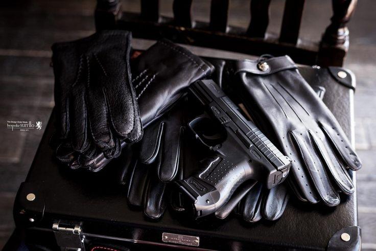 デンツは、1777年創業のイギリスのレザーグローブブランド。江戸時代中期(!)から手袋をつくっているんですね……。レザーグローブの「基準」ともいえるブランドで、とにかくレザーグローブといえばここを外すわけには参りません。,紳士,革小物,レザーグローブ,007スペクター,スマホ対応手袋,デンツ,DENTS,ヘアシープ,Hairsheep,スマートフォン対応,タッチスクリーン対応,Henley Leather Gloves,ブラック,ペッカリーグローブ,メンズファッション,オーダージャケット,オーダースーツ,背広,誂え,仕立,紳士,福岡,黒崎,小倉,北九州,八幡西区,ビスポークスーツ110,bespokeSUIT110,bespokeSUITIIO,