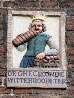 aqua vitae... laat het levenswater stromen: 2jan16 House Facade stones in Amsterdam These sto...