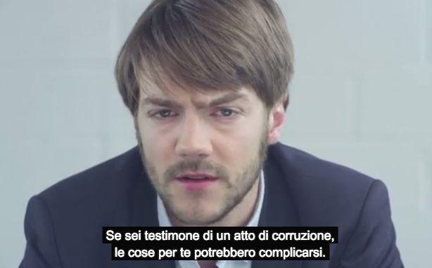 Chi denuncia la corruzione sul posto del lavoro dovrebbe essere encomiato per il suo coraggio, invece accade spesso, soprattutto in Italia, ...