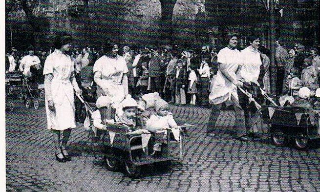 DDR Krippenerzieherin zum 1.Mai in Zittau 1983 #WendekinderWendeeltern #DDR
