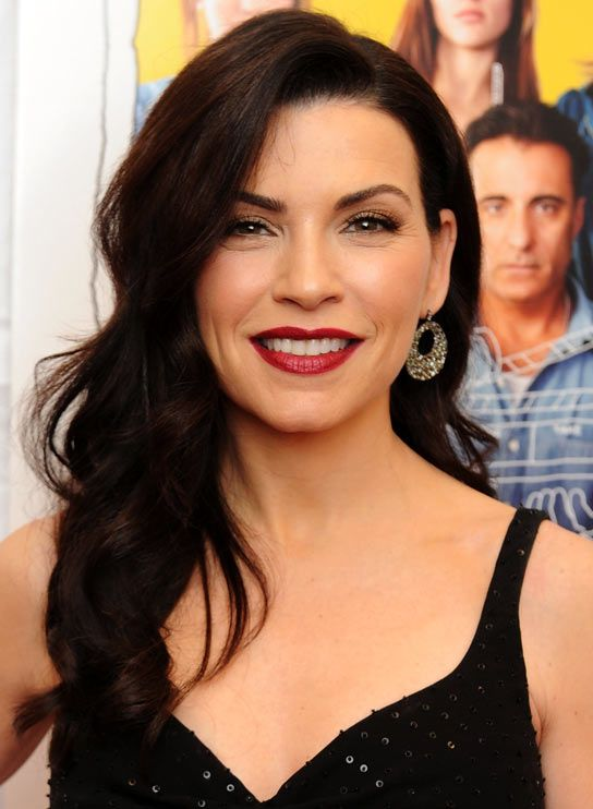 Julianna Margulies - makeup and hair (she should re-embrace her curls!)