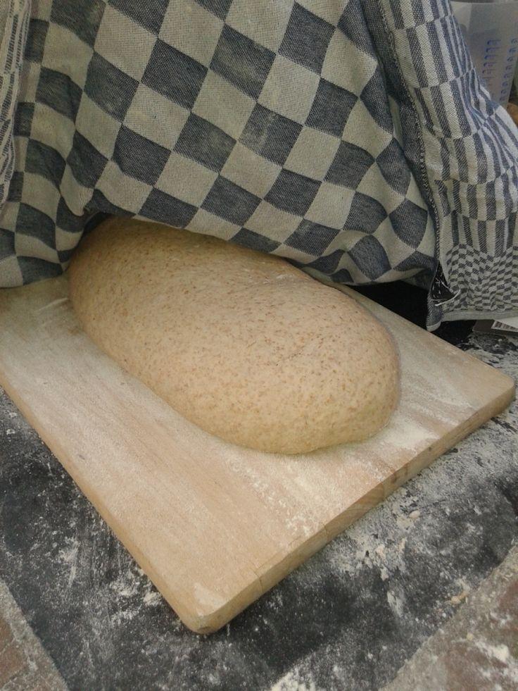 brood bakken in een steenoven