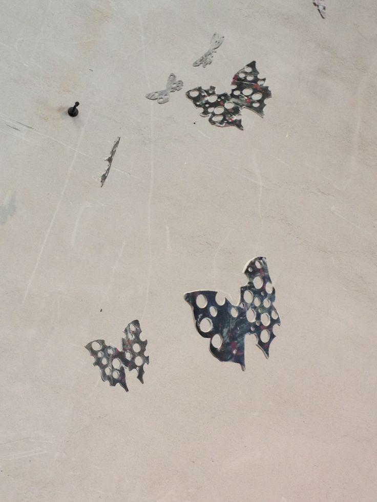 RINASCITA - DOPO IL DOMANI - particolare installazione farfalle in porcellana
