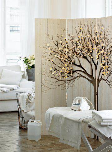Un paravent comme un arbre lumineux / A folding screen as a bright tree