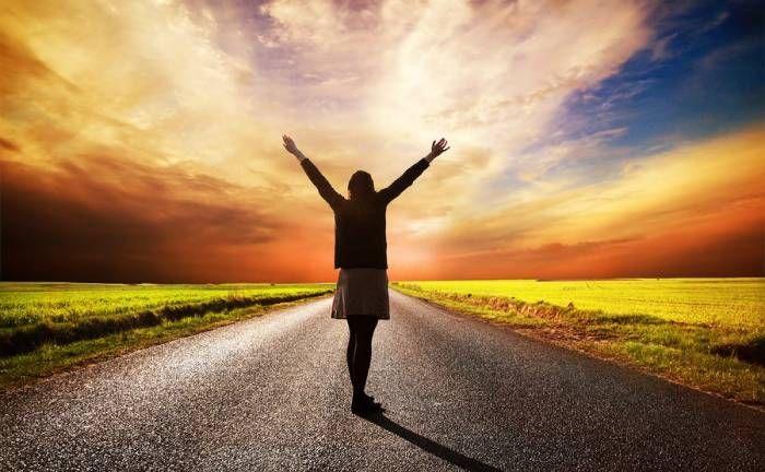 Μπορούμε όμως να κάνουμε «επανεκκίνηση» στο σύστημα. Οι ειδικοί υποστηρίζουν ότι σε ποσοστό περίπου 40% μπορούμε να ελέγξουμε την ευτυχία και τα επιστ...