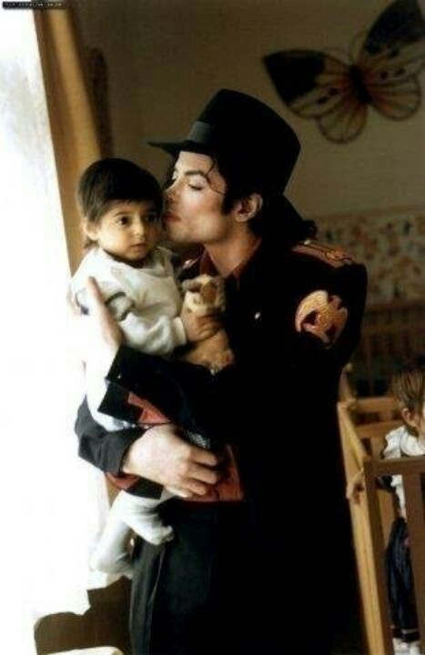 Michael Jackson with his cute son blanket