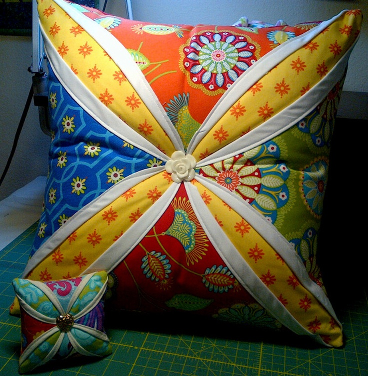 I want to make this as a full pillow even more than as a pincushion!