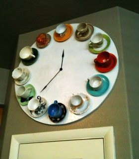 Create a unique wall clock with upcycled tea cups! by Vintage Revivals featured @totgreencrafts
