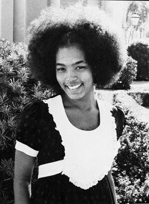 The beautiful Angela Bassett back in her natural day. You know I have to put the afro in the list because this is our culture.