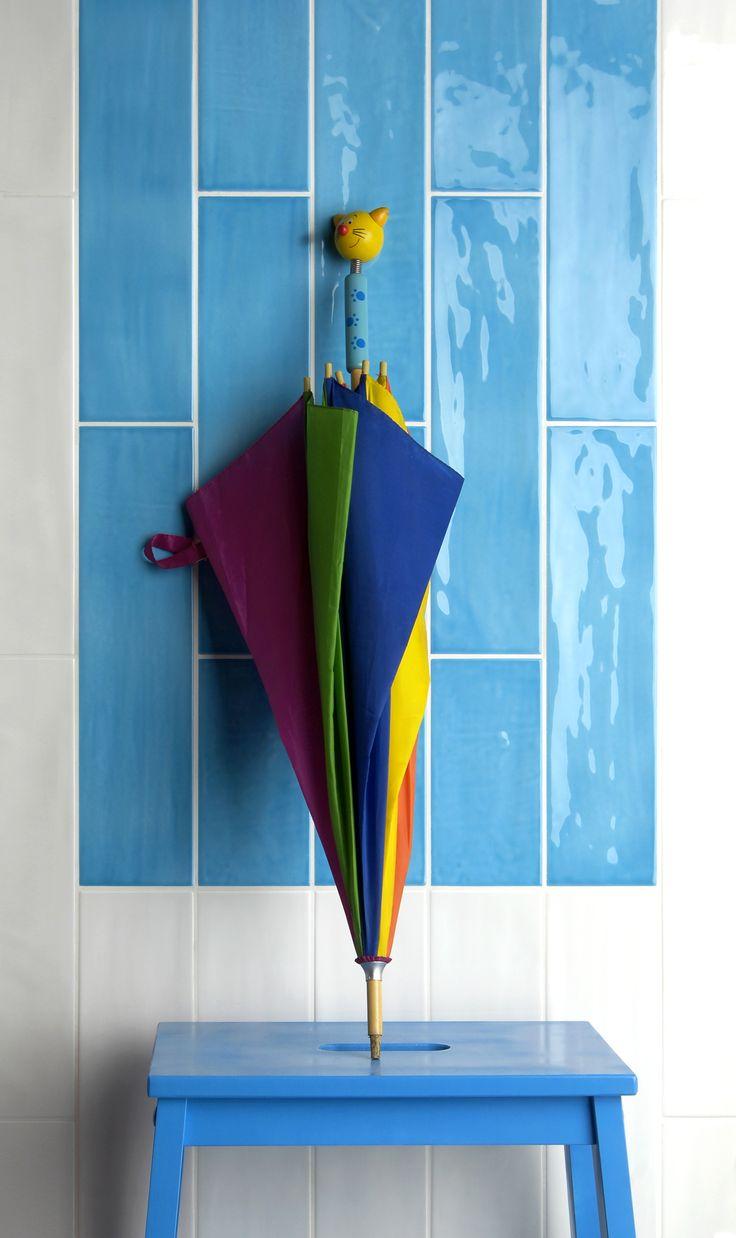 Tonalite collezione Joyful40, 10x40, 13 colori lucidi su superficie strutturata. Qui nei colori Milk e Azure. Tiles, piastrelle, ceramiche, ceramica, walltiles, floortiles, rivestimento, pavimento, metrotiles, subwaytiles