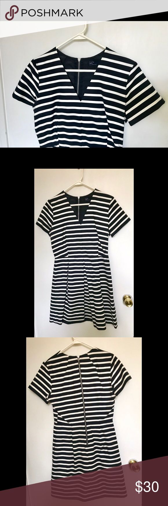 Gap Navy/White Striped Cocktail Dress Super cute, only worn once to a banquet. V-neck, and it has pockets! Has one small stain that is hardly noticeable. GAP Dresses Midi