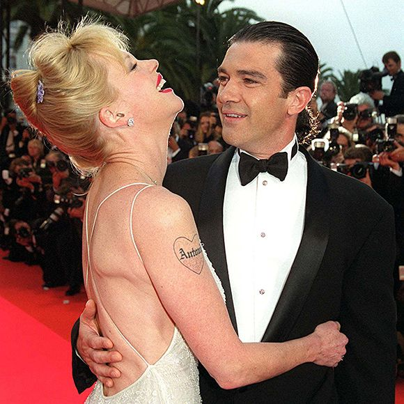 les 25 meilleures id es de la cat gorie melanie griffith antonio banderas sur pinterest. Black Bedroom Furniture Sets. Home Design Ideas