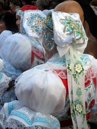 Kyjov folk costum; Ženy ve svátečním kroji
