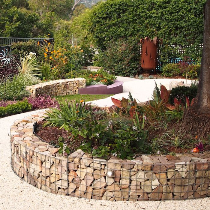 How to build a curved gabion wall.... The result - functional but also very beautiful
