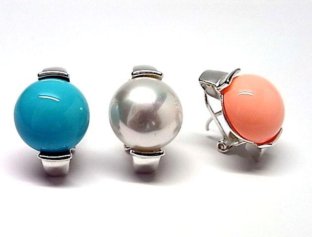Pendientes de plata de primera ley con perla pasada mabe de 1,4 cm de diametro de color a elegir blanco, rosa o azul y con cierre omega. REF.:110250110187. PRECIO:45,3€