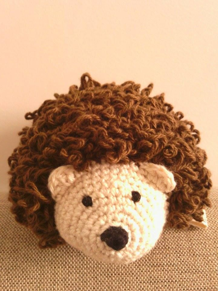 handmade hedgehog (crochet) https://www.facebook.com/Biscoitos.handmade/photos/pb.1648132372140699.-2207520000.1459369985./1727458800874722/?type=3&theater