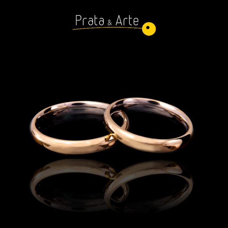 Aliança em aço fina com detalhes em ouro.    http://www.prataearte.com.br/products.php?product=Alian%C3%A7a-Fina-em-A%C3%A7o-com-Ouro-%28unidade%29