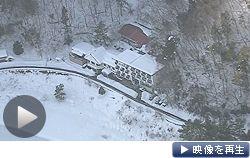宿泊客らが孤立した山梨県富士河口湖町のホテル。17日も各地で大雪の影響が残った