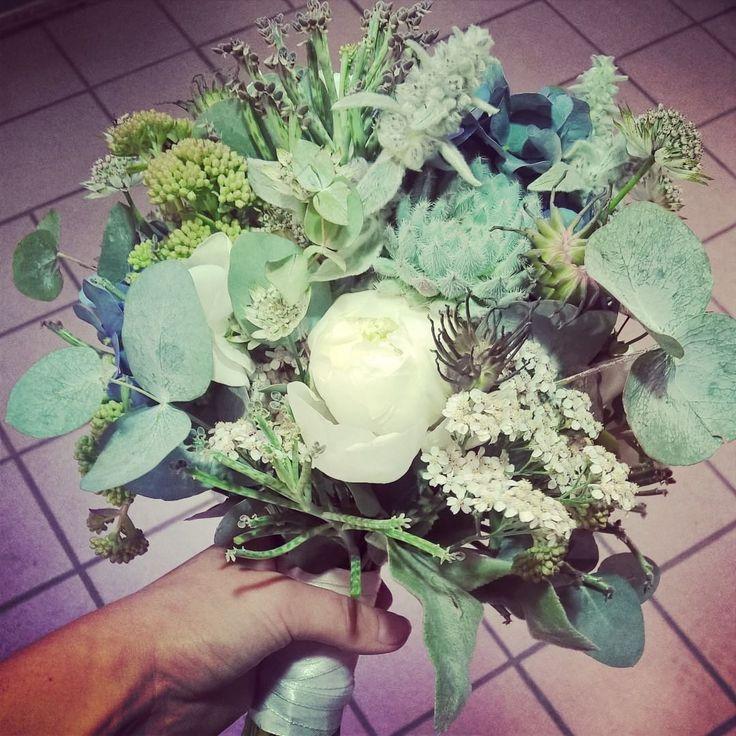 """38 likerklikk, 1 kommentarer – Botanica Blomster (@botanicablomster) på Instagram: """"Brudebukett i grå- blå- grønne farger. #sukkulenter #sukkulent #succulents #succulent #peon #peony…"""""""