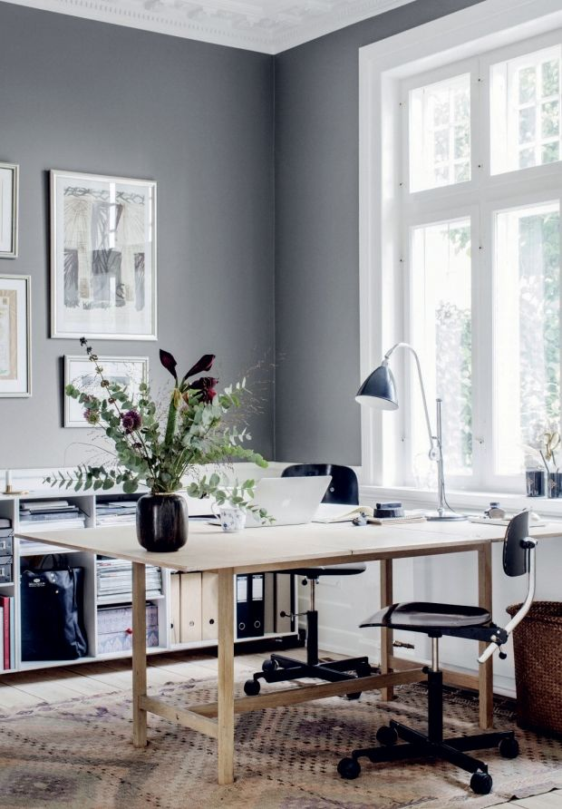 workspace for two with one desk. Borge Mogensen desk, Bestlite lamp, grey wall